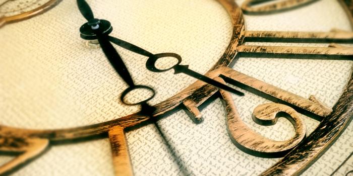 Стрелки часов всегда показывают будущее